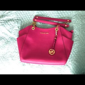 Michael Kira bright pink purse excellent condition